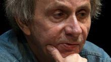 Escritor francês Michel Houellebecq recebe a Legião de Honra