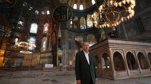"""""""En dehors des prières, les ornements byzantins seront toujours visibles"""" : visite symbolique d'Erdogan à Sainte-Sophie d'Istanbul reconvertie en mosquée"""