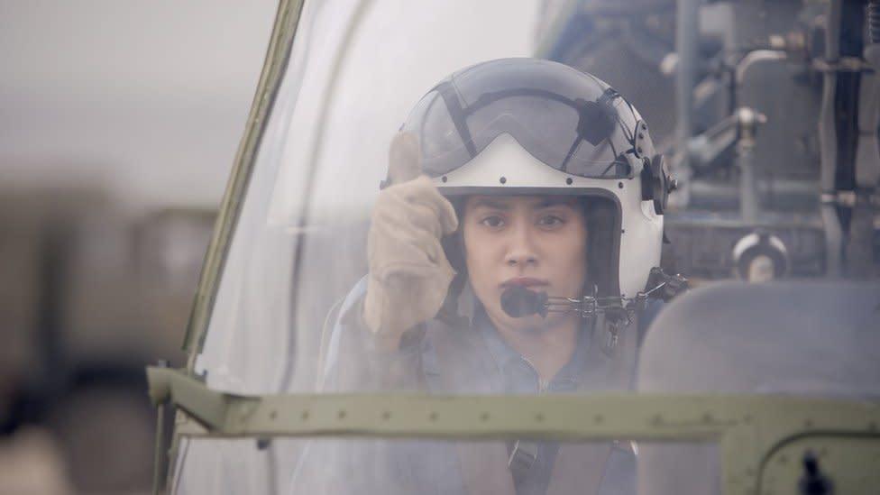 Gunjan Saxena: India female pilot's war biopic flies into a row
