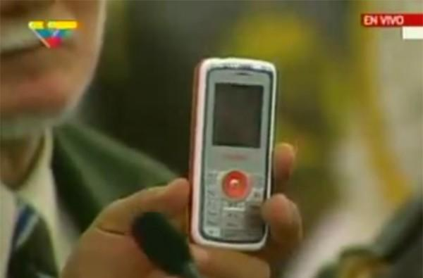 Venezuela shows off locally-produced El Vergatario phone
