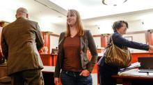 Una mujer de Estados Unidos enfrenta cargos por estar con el torso desnudo frente a sus hijastros