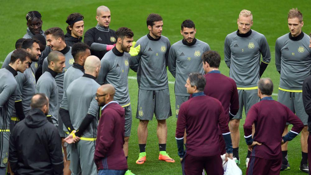 VIDEO: Anderlecht train in local park ahead of Man Utd game