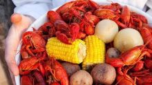 How to Throw a Crawfish Boil in 2 Steps