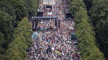"""Coronavirus : des milliers de manifestants """"anti-masques"""" défilent à Berlin pour faire valoir """"la résistance"""" aux restrictions"""