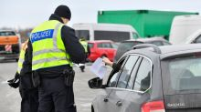 EU to keep COVID-19 curbs on non-essential travel amid chaotic border measures