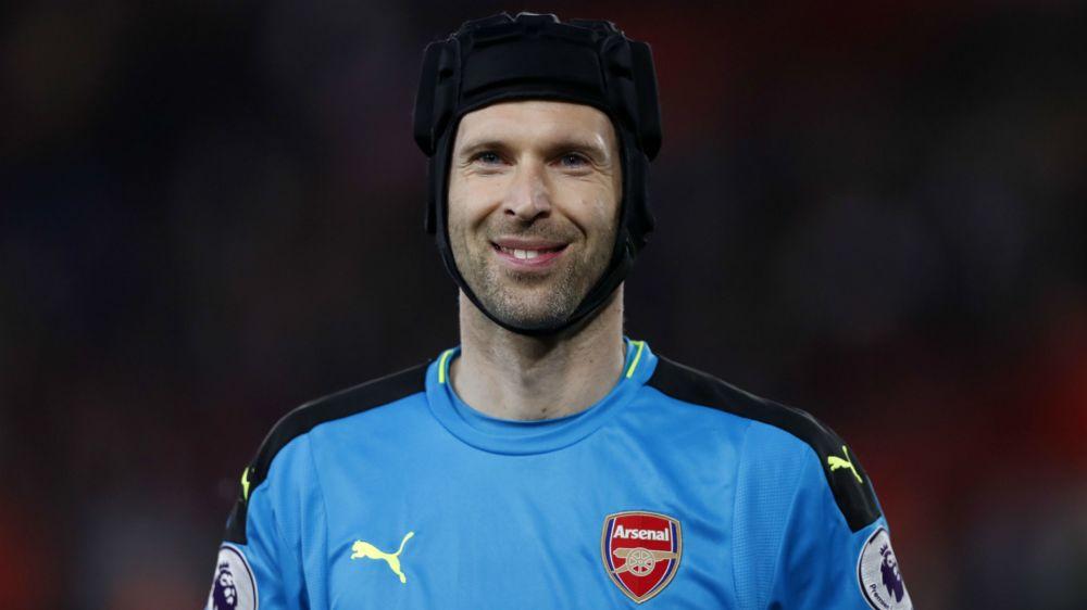 "Cech : ""L'Europa League ? Arsenal devra choisir"""