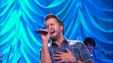 Luke Bryan performs 'Light It Up' live on 'GMA'
