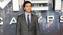 Oscar Isaac recuerda el 'amor incondicional' de su fallecida madre en su regreso a los escenarios