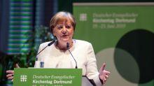 Angela Merkel quer endurecer a luta contra os neonazistas