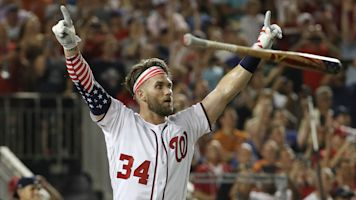 Harper thrills crowd with Home Run Derby win