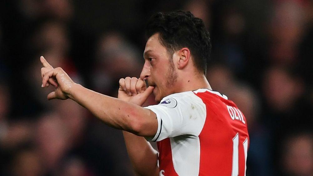 "Arsenal, Özil : ""Mourinho est l'opposé de Guardiola"""