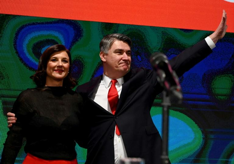 Zoran Milanovic (R)flanked by his wife Sanja Music Milanovic celebrate his winning Croatia's presidential election. (AFP Photo/Denis LOVROVIC)
