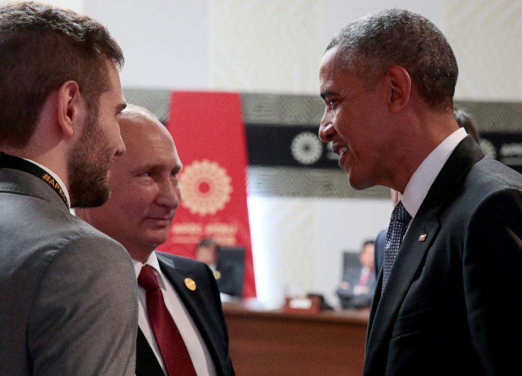 US President Barack Obama (R) speaks with Russia's President Vladimir Putin (2nd L) at the Asia-Pacific Economic Cooperation (APEC) Summit in Lima on November 20, 2016