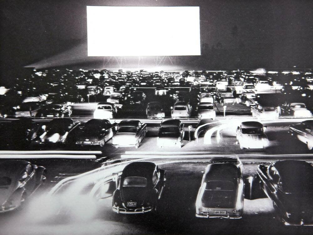 Das Autokino in Gravenbruch - vor 60 Jahren wurde dort das erste Autokino Deutschlands eröffnet. (Bild: imago images/epd)