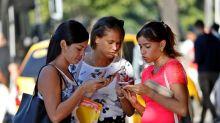 Despertar ciudadano y Gobierno en Twitter: un año de internet móvil en Cuba