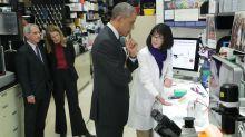La foto viral de Obama con Fauci no fue tomada en el laboratorio de Wuhan en 2015 (y Melinda Gates no estuvo allí)