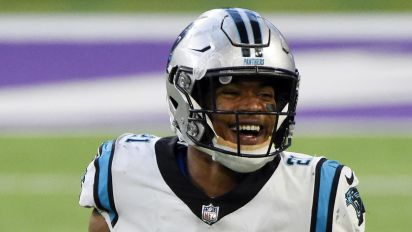 Rookie returns fumble for TD twice in two plays