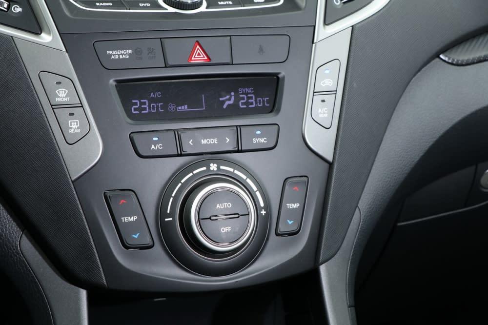 雙區恆溫空調將各項按鍵、旋鈕大型化,方便行進間摸索操作
