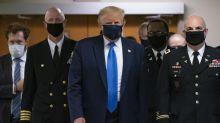 Trump per la prima volta in pubblico con la mascherina