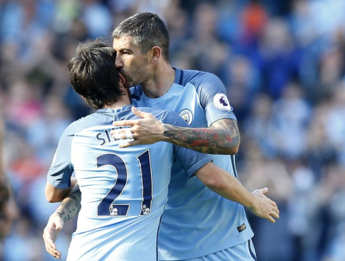 City domine Hull, Liverpool renverse Stoke