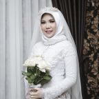 Woman wears wedding gown after fiance dies in Lion Air crash