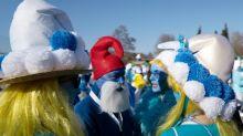 Mais de 2,5 mil pessoas se vestem de 'Smurf' na Alemanha e quebram recorde mundial
