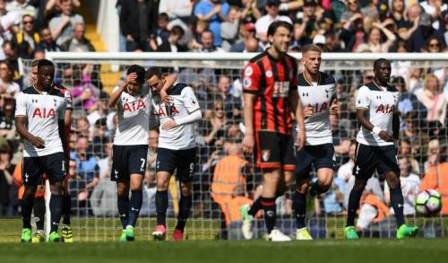 Tottenham celebrate scoring Vincent Janssen's goal