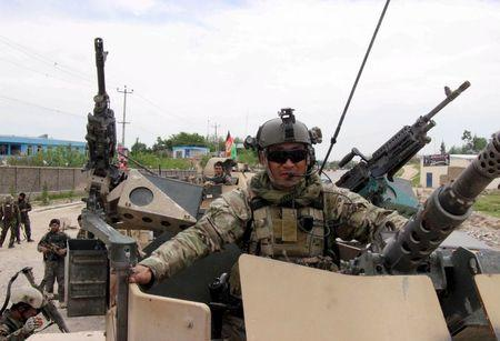 Afghan security forces arrive for battle with the Taliban in Kunduz province, Afghanistan, April 16, 2016. REUTERS/Stringer