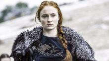 Sophie Turner revela que aprendeu sobre sexo lendo roteiros de 'Game of Thrones'