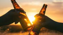 研究發現喝一點酒死亡率較低,但喝酒真的能延年益壽嗎?
