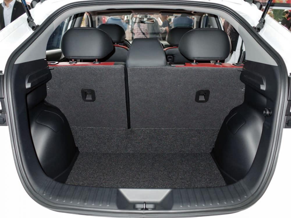行李廂空間寬廣,還可透過後座椅分離傾倒擴充置物容積。