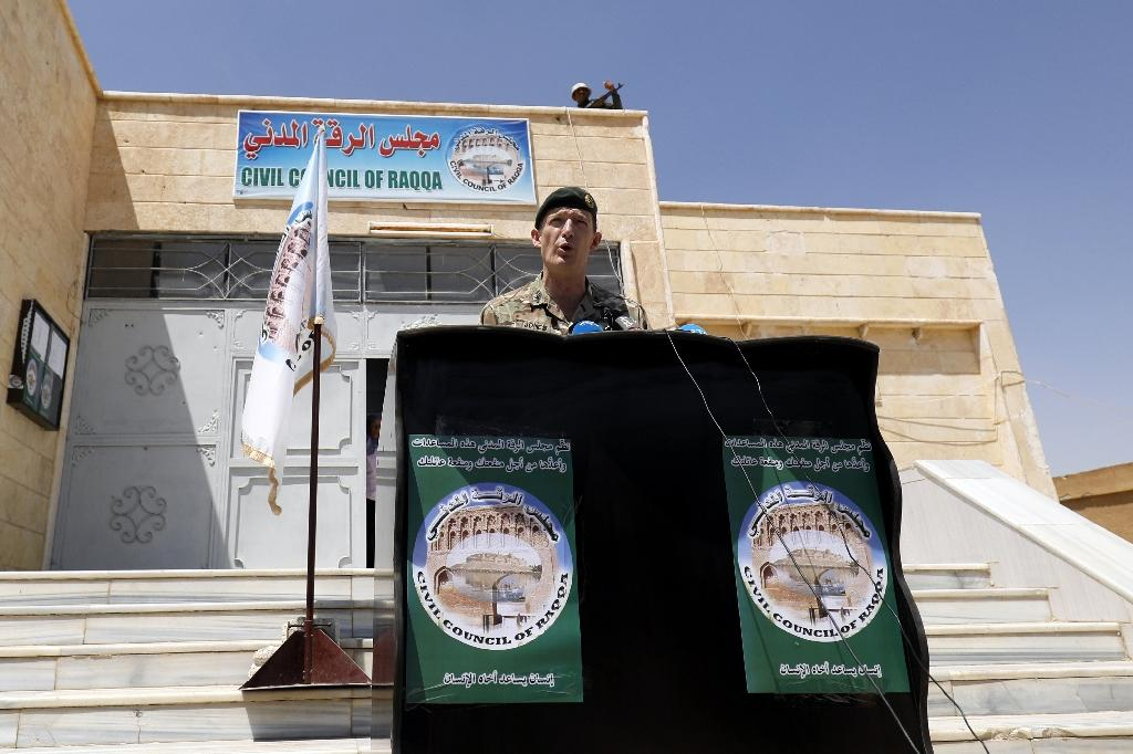 Rupert Jones, deputy commander of Combined Joint Task Force – Operation Inherent Resolve, delivers a speech following a meeting with the Raqa Civil Council on July 23, 2017, in the northern Syrian village of Ain Issa (AFP Photo/Delil souleiman)