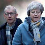 Conservative minister urges Theresa May to rule out 'absolute disaster' of no-deal scenario