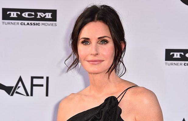 Courtney Cox Re-Creates Monica's Iconic 'Friends' Thanksgiving Turkey Dance