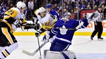 Malkin scores two as Penguins blank Leafs
