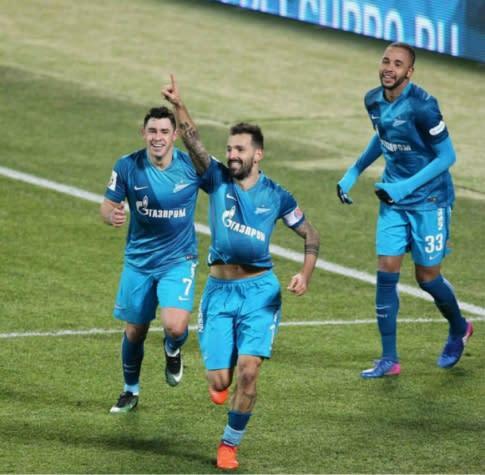 Zenit volta a vencer no Campeonato Russo com boa atuação de brasileiro