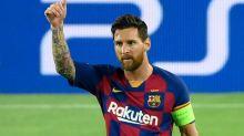 Messi treina com outros jogadores no Barcelona
