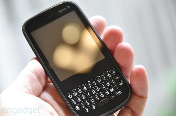 The Palm Pixi is official, headed to Sprint this holiday season -- we've got hands-on and video!