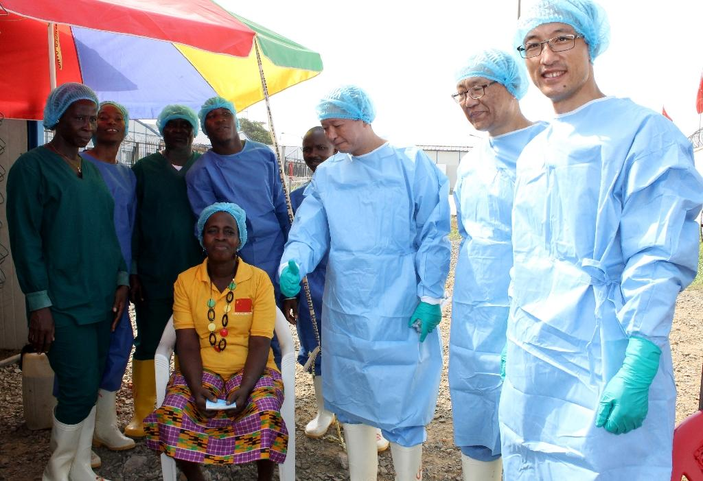 Beatrice Yordoldo (Seated), the last confirmed Ebola patient, poses for photographs with medical staff as she prepares to leave the Ebola treatment unit (ETU) in the Paynesville suburb of the Liberian capital Monrovia on March 5, 2015 (AFP Photo/Zoom Dosso)