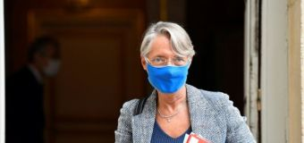 """Covid-19: le protocole en entreprise """"est efficace"""", assure Elisabeth Borne"""