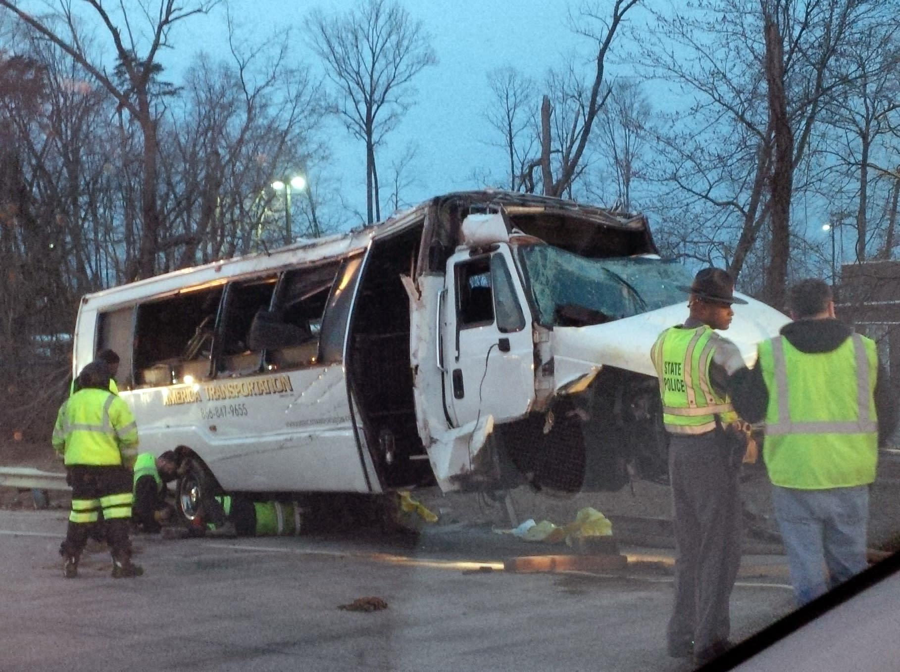 1 dead after shuttle bus crash on I-95