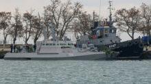 Russia gives ships back to Ukraine ahead of summit