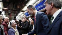 El Rey, satisfecho tras viajar en metro y comprobar las mejoras de este transporte