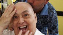"Mamma Bruschetta posa careca após quimioterapia: ""Feliz e alegre"""