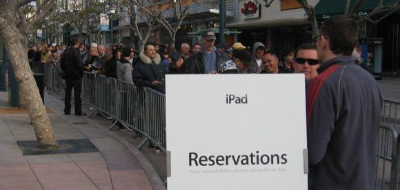 Official: Apple sells more than 300K iPads on day one