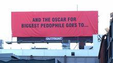 'Tres anuncios en las afueras' cobra vida: cuelgan carteles criticando la pedofilia escondida en Hollywood