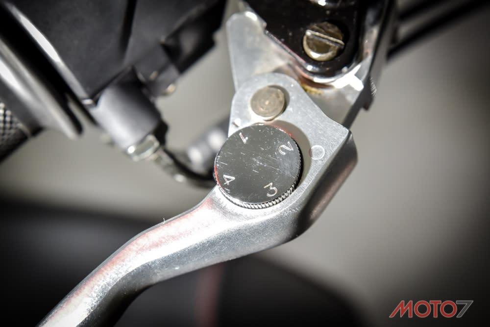 四段可調式煞車拉桿。