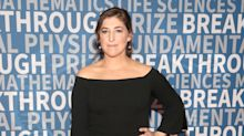 'Big Bang' star Mayim Bialik clarifies joke about fan's painting: 'I'm tough to capture'