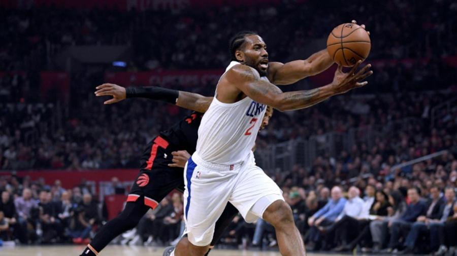Kawhi's Clippers struggle but beat NBA champion Raptors