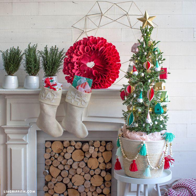 10 DIY Christmas Tree Stands That Are So Much Fun